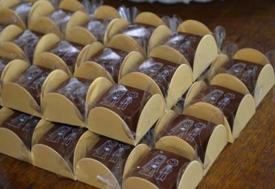 veja as imagens do doce Bombons Finos com Transfer